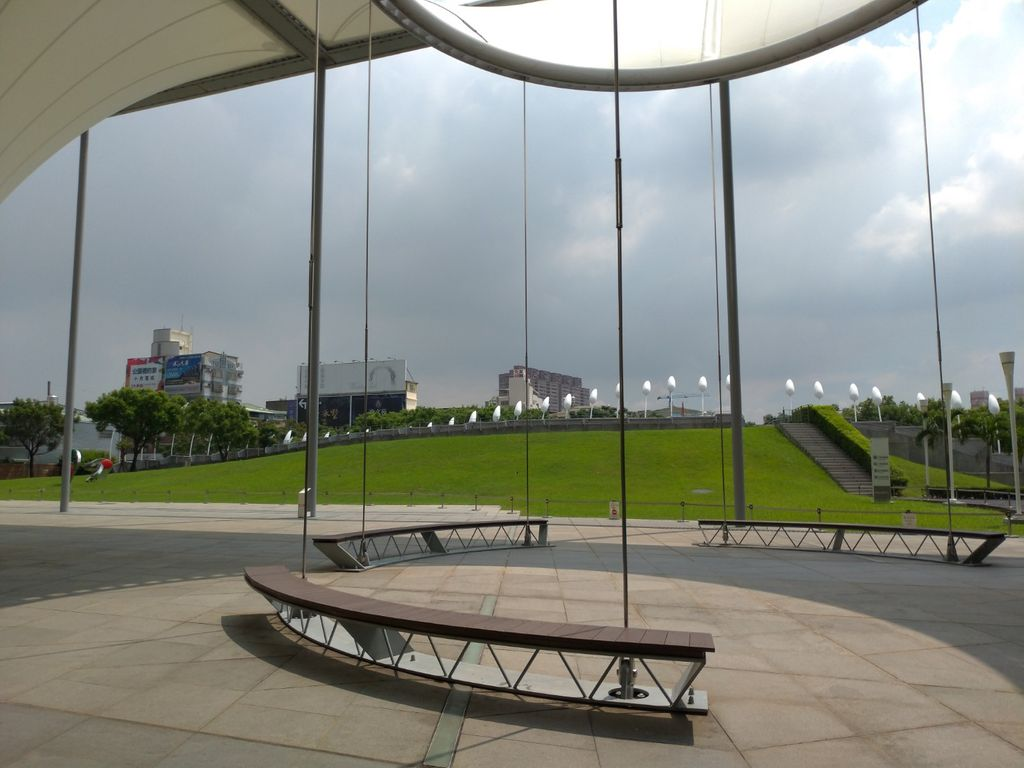 大東藝術中心旁的小公園