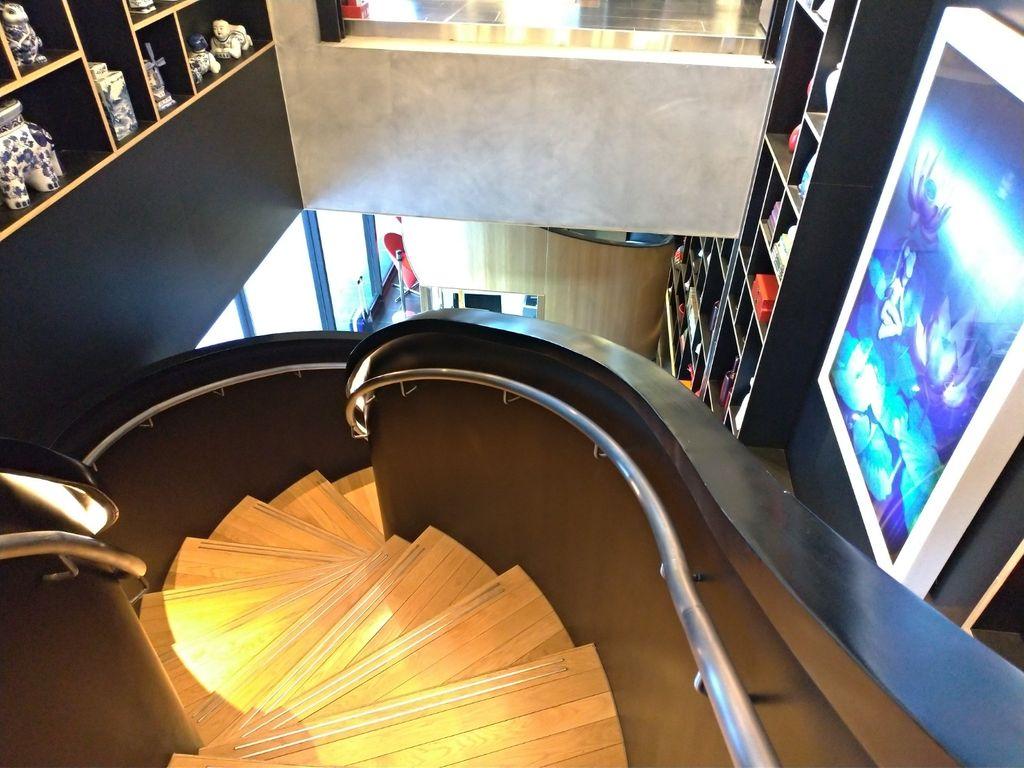 台北北門CitizenM世民酒店旋轉樓梯
